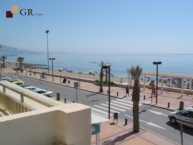 Lo tiene todo! Frontal al mar, terraza con vistas panorámicas, 2 dormitorios, Fuengirola