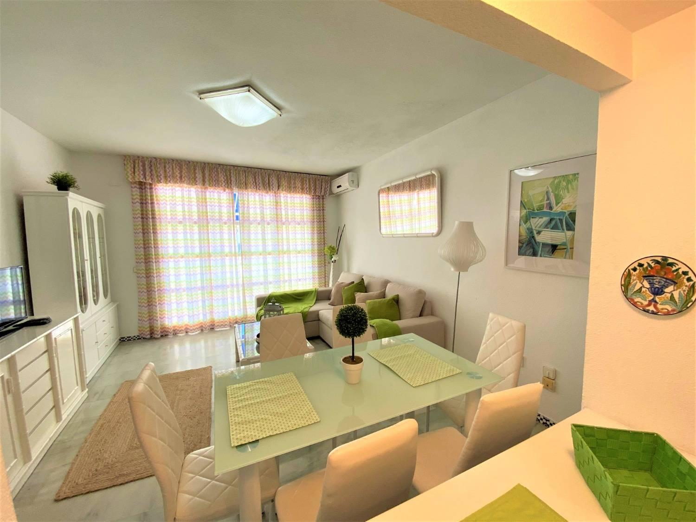 El Clima, el mar y la ubicación de esta vivienda  de 3 dormitorios, es ideal en la Playa de Fuengirola
